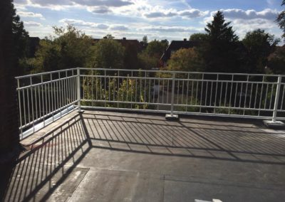 balkon buiten hek wit