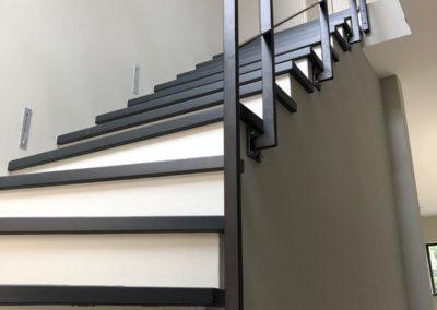 Stalen traphek strak design