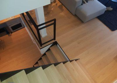Stalen trap met hekwerk zwart gecoat